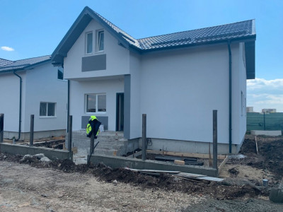 Single la cheie-Teren 250 mp-4 Dormitoare-Toate utilitatile-Asfalt-Stb